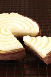 Sクラス タルト・メープル 14cm リンゴのソテーとホワイトチョコレートとメープルのアパレイユが入ったタルトです。仕上げには濃厚シャンティとメープルで更に味わい深くなります。